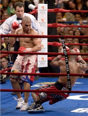 Miguel Cotto drops Zab Judah: HoganPhotos.com
