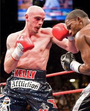 Pavlik(left) in action against Jermain Taylor(pic Neil Abramson)