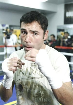 Oscar De La Hoya, already at 145lbs: HoganPhotos.com