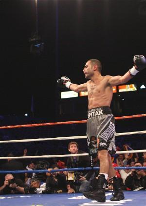 Who can handle Darchinyan's rage? : HoganPhotos.com
