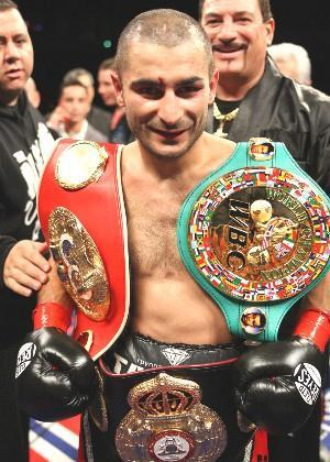 Darchinyan retained his three world titles: HoganPhotos.com