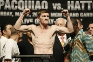 Hatton weighs in for Pacquiao fight