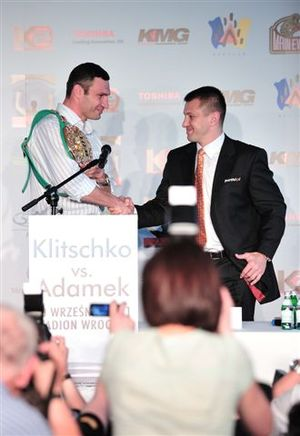 Vitali Klitschko and Tomaz Adamek shake hands