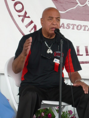 Joe Cortez talks (pic Jill Bonnett)