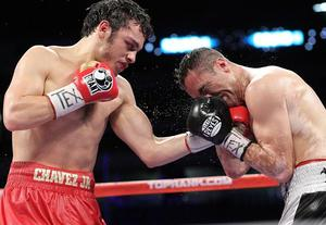 Chavez Jr on the attack Rubio (Chris Farina)