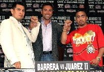 Barrera (left) and Juarez, with promoter Oscar De La Hoya - HoganPhotos.com