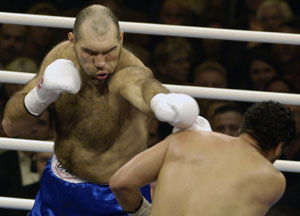 Valuev w pts 12 Ruiz: not shown by US TV but available to download (HoganPhotos)